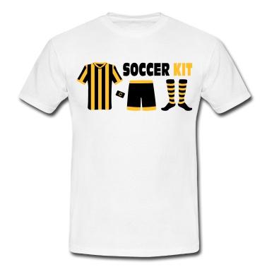 Eine komplette Ausrüstung als Fußballspieler inkl. der Kapitänsbinde jetzt im Soccer Kit. Individuell für jeden Verein farblich zusammenstellbar.