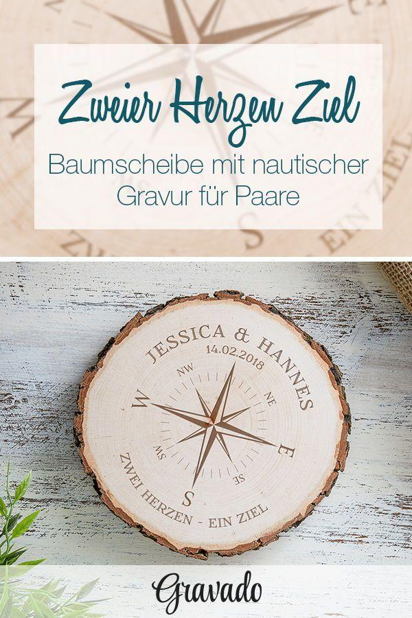 Baumscheibe mit Gravur – Kompass für Paare – personalisiert