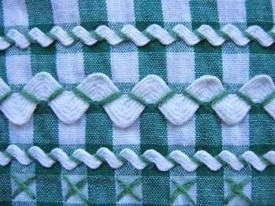 Sianinha: Acabamento em forma de ziguezague geralmente em algodão, em todos os tamanhos e cores. Pode ser costurada pelo centro ou pelos bicos com pontos de bordar.