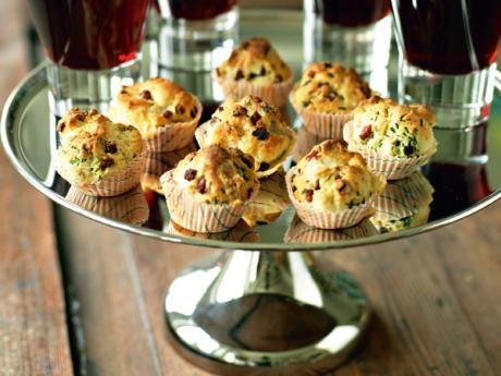 Matmuffins med rökt fläsk och gruyère