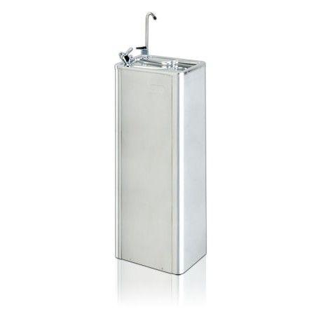 Fuente de agua Ter Mac II F3 Import Company Modelo  FA-MacIIF3 Condición  Nuevo  Fuente de agua fría modelo Ter Mac II F3. Diseño ideal para universidades, colegios, etc. Pulsador manual separado del surtidor de agua para una mayor higiene y comodidad. Altura de salida del agua regulable. Incluye grifo llenavasos. Carcasa 100% acero inoxidable. Requiere una toma de agua, conexión eléctrica y desagüe.