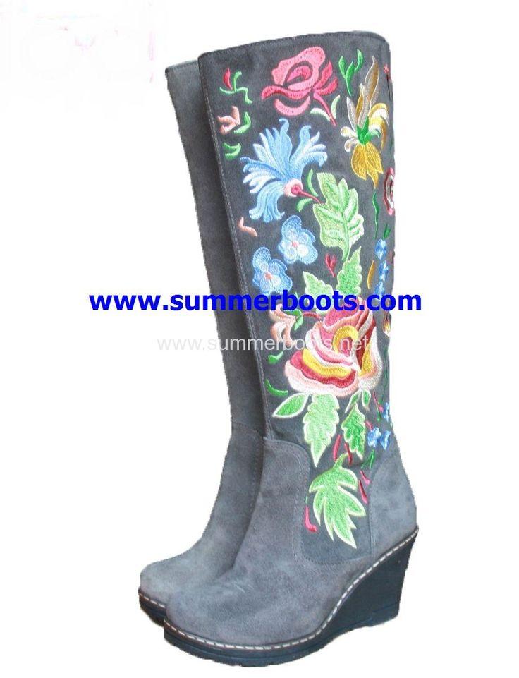 Зимние сапоги с натуральной овчиной на танкетке серые с вышивкой   Женские зимние сапоги на невысоком каблуке. Уникальная вышивка сде�
