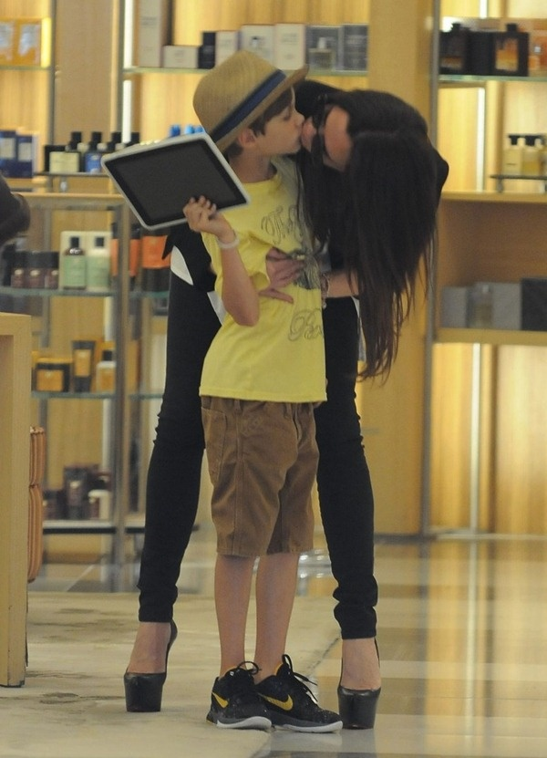 Victoria and Romeo Beckham - This woman is completely my parenting role model.