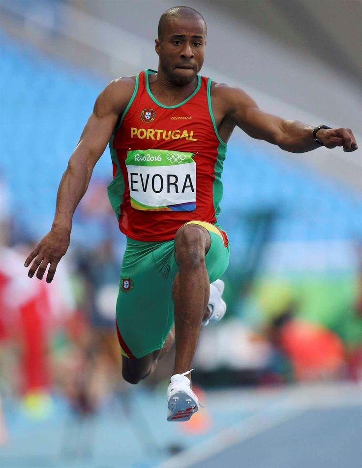 Nelson Évora na final do triplo salto