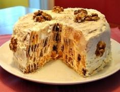 Торт «Трухлявый пень» очень легкий и простой в приготовлении. Даже если вы никогда до этого не пекли тортов, то этот получится у вас обязательно. Очень необычный, с разными вкусами, то кисловатый, то сладковатый. Для большей трухлявости я добавила еще орехов. А уж какой красивый!