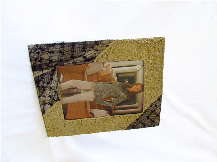 """Porta foto da tavolo e da parete, cornice per foto 15x21cm/6x8"""", pizzo nero, oggetto di ecodesign, fatta a mano in cartpesta, made in Italy di FioreLunaEcoDeco su Etsy"""