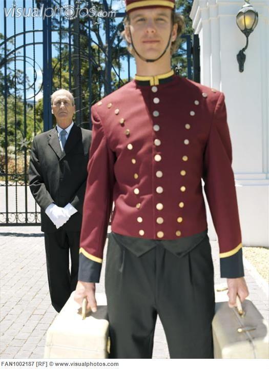 Best 25 hotel uniform ideas on pinterest cafe uniform for Spa uniform europe