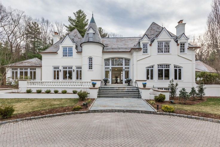 View this luxury home located at 190 Pond Road Wellesley, Massachusetts, United States. Sotheby's International Realty gives you detailed information on real estate listings in Wellesley, Massachusetts, United States.