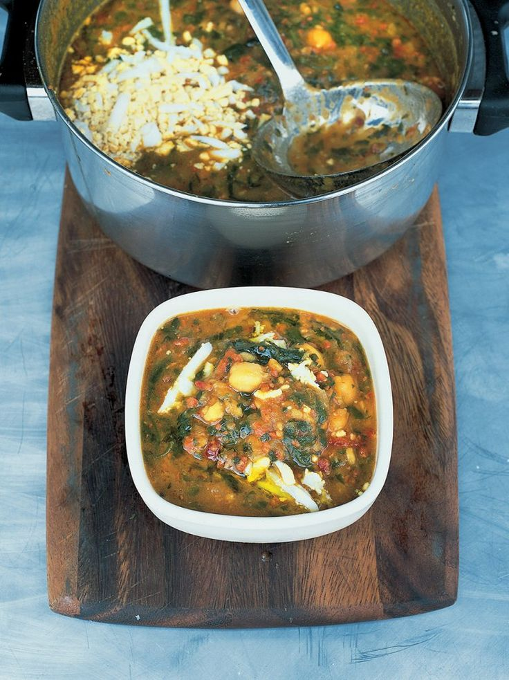 Scrumptious Spanish chickpea and chorizo soup: translation of ingredients:  5 1/2 oz of chorizo sausage, 1 lb of fresh spinach, 1 14oz can of chickpeas, 5 cups of chicken stock, 2 oz prosciutto