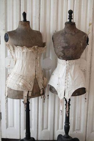 Souvenirs - Mannequins  corsets