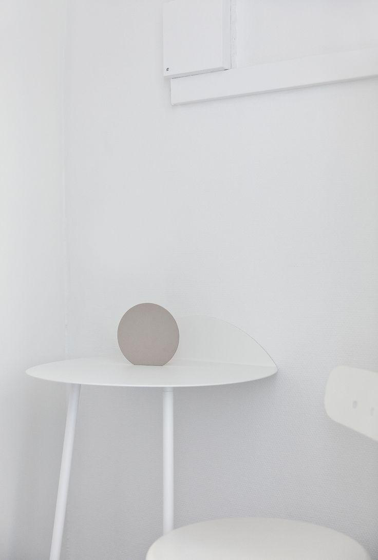 MENU Yeh Wall Table