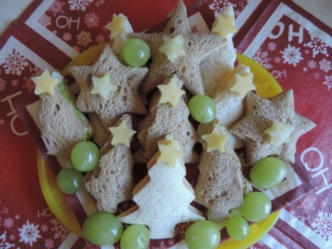 Festive finger food ideas for fussy toddlers! Easy recipes that allow you all to have fun at the Christmas table!