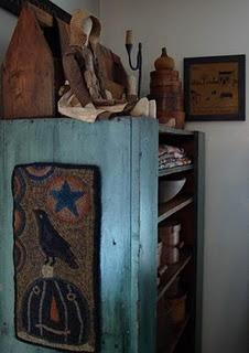 homespun prims: The Crows, Rugs Hooks, Beautiful Cupboards, Primitives Decor, Primitives Stuff, Primitives Hooks Rugs, House, Pumpkin Hooks, Blue Cupboards