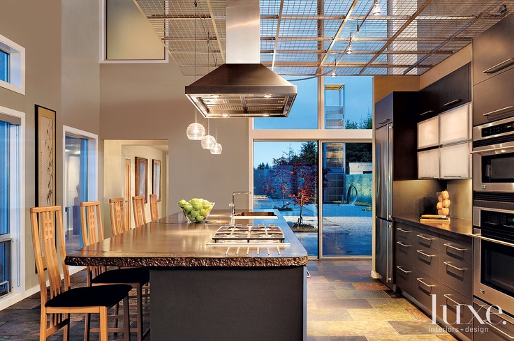 Interior Design: Susan Putman Architecture: Robert D