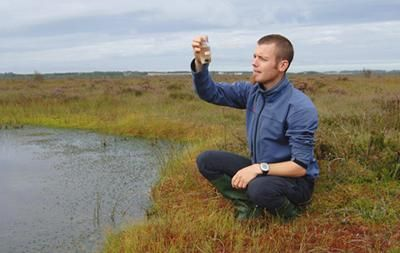 They account for just three per cent of the Earth's surface but play a major role in offsetting carbon dioxide emissions – and now a team of scientists led by the universities of Southampton and Utrecht has discovered that the plants that make up peat bogs adapt exceptionally well to climate cha...