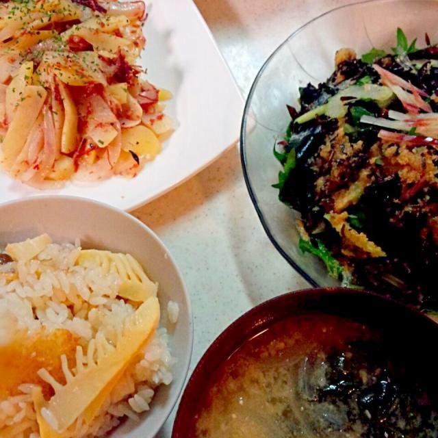 今日のご飯。気分だけでも味わいたくて水煮で筍ご飯炊きました。息子大喜び♡ - 145件のもぐもぐ - 筍ご飯(水煮)、ハッシュドコンビーフ、ひじきのサラダ、ひじき煮、めかぶ♡ by haruran200238
