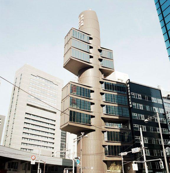 Tokyo, la tour Shizuoka conçue par Kenzo Tange  (1967) © Vincent Leroux (AD n°106 février-mars 2012)