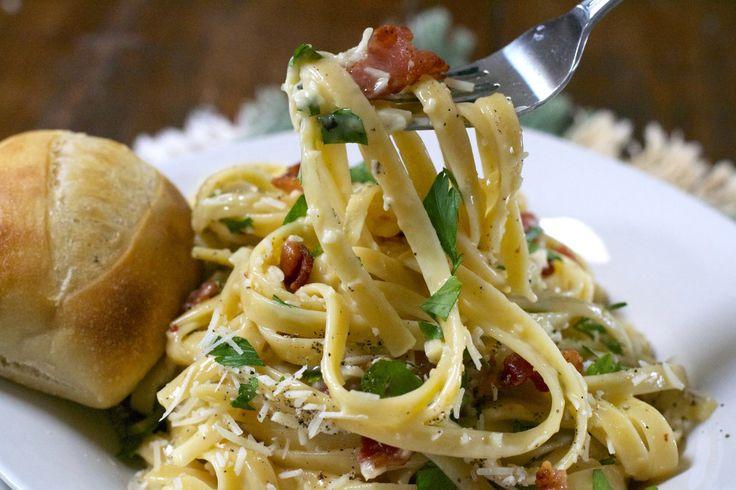 Quick Pasta Carbonara http://whattheforksfordinner.com/quick-pasta-carbonara/