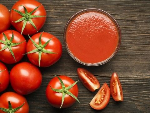 トマトに含まれるリコピンやアセトアルデヒドや解毒作用のあるグルタチオンや利尿作用の高いカリウムも。二日酔いに適した食材。泥酔 対処法