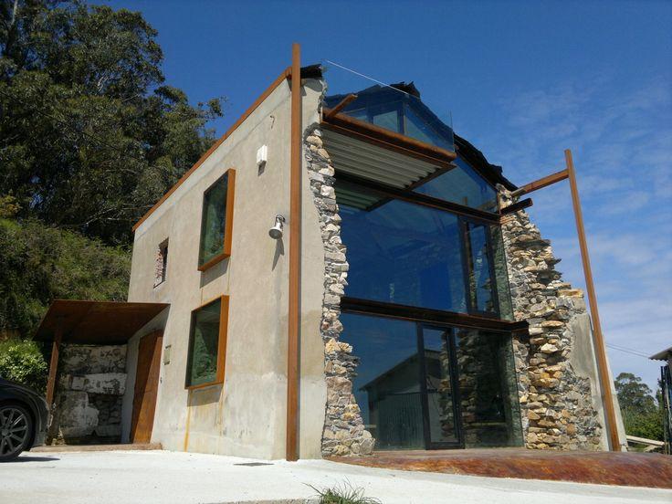 Дом со стеклянной стеной в Испании — HQROOM