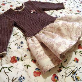 Vestido color vino de talle a la cintura y falda de lino
