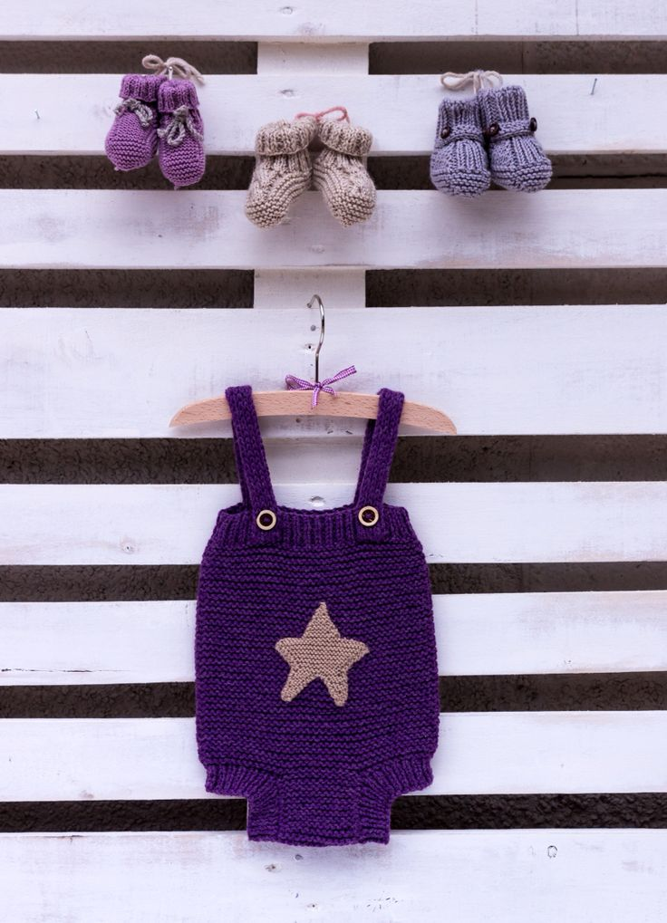 Dungarees designed and knitted by I Live Tricoté ❤️ Ranita y patucos diseñados y tejidos por I Love Tricoté! ❤️❤️❤️ #babyknits #ilovetricote #knittingkits