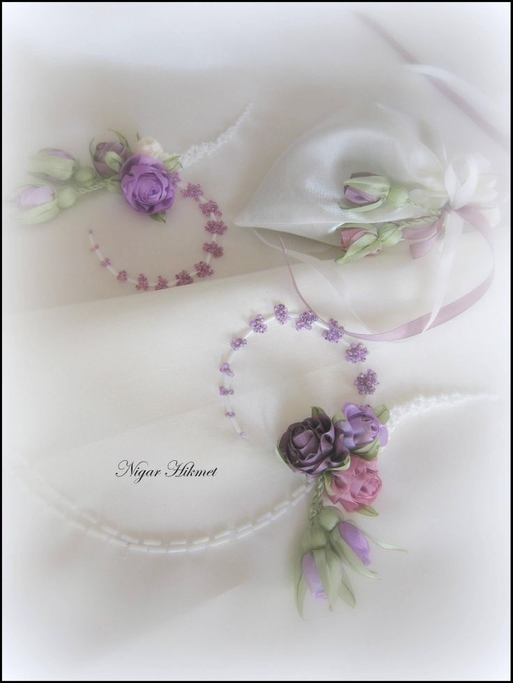 Ribbon flowers, Nigar Hikmet