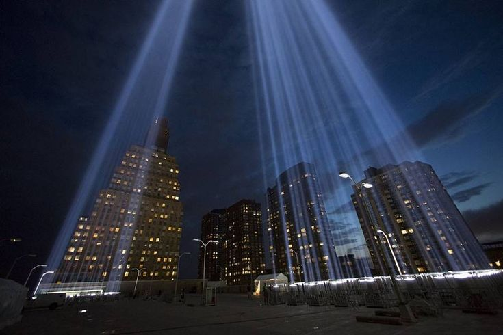 Tribute in Light over Manhattan  Andrew Kelly (Reuters) immortalized the poignant images of Tribute in Light in Lower Manhattan a light installation erected in tribute to the 9/11 terrorist attacks. Find out more below.  #xemtvhay