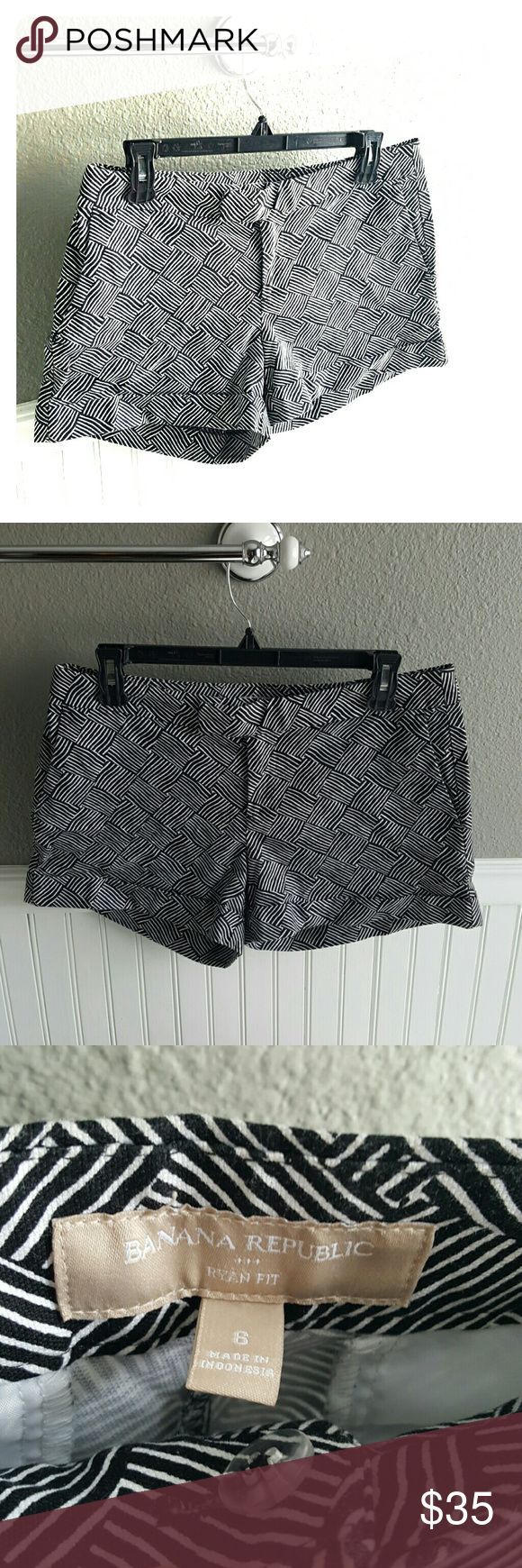"""Great Condition Banana Republic Shorts! Selling a Pair of Great Condition Banana Republic Shorts! These have a great pattern, versatile color, and are the """"Ryan fit."""" size 6. Banana Republic Shorts"""