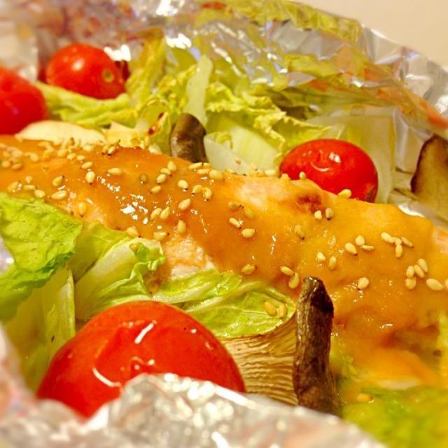 ちゃんちゃん焼きっぽい?(・ω・)) - 36件のもぐもぐ - 鮭の味噌バターホイル焼き by ユキ