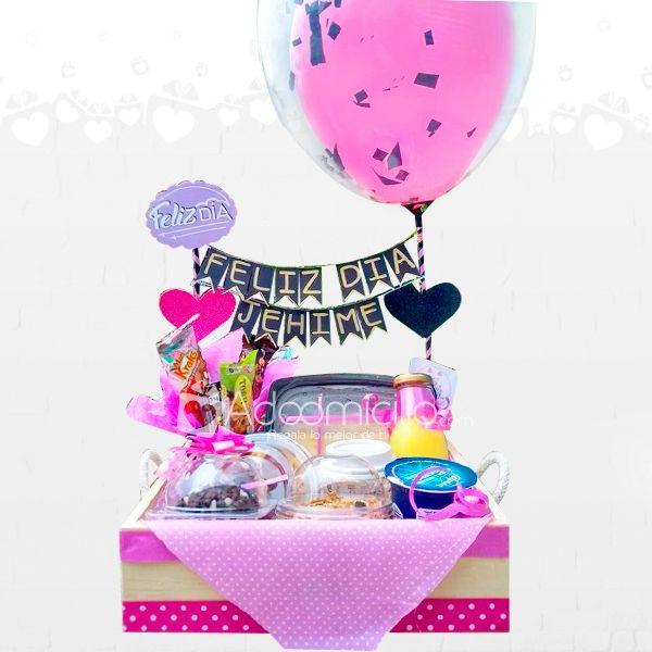 Unique Valentine'S Day Crafts Ideas For Kids - San Valentin Regalos Caja Birthday Gifts For Kids, Diy Birthday, Breakfast Basket, Food Gift Baskets, Magic Day, Diy Food Gifts, Surprise Box, Homemade Muesli, Ideas Para Fiestas