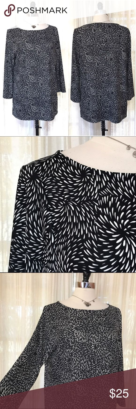 NEW LISTING💜Talbots Black white Flower Burst Top Size large. Pullover tunic style with boatneck. 3/4 sleeves. Side splits. $59.50 NWT (2.20.0)  💟Fast 1-2 day shipping 💟Reasonable offers accepted 💟Purchase 3 or more items & get a special bundle rate!  💟Smoke-free home Talbots Tops Tunics