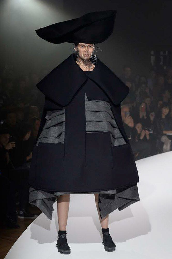 See the complete Comme des Garçons Spring 2017 Ready-to-Wear collection.
