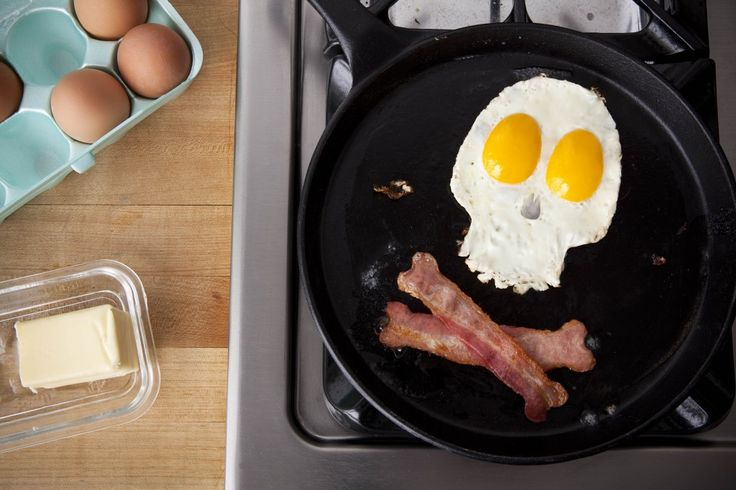 Talk about a hardcore way to start the day!: Bacon Eggs, Halloween Breakfast, Eggs Breakfast, Chi Omega, Pirates Breakfast, Photo, Food Art, Skull And Crossbon, Foodart