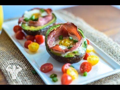 Egg & Turkey stuffed Avocado / Aguacate relleno de Huevo y Tocino de Pavo
