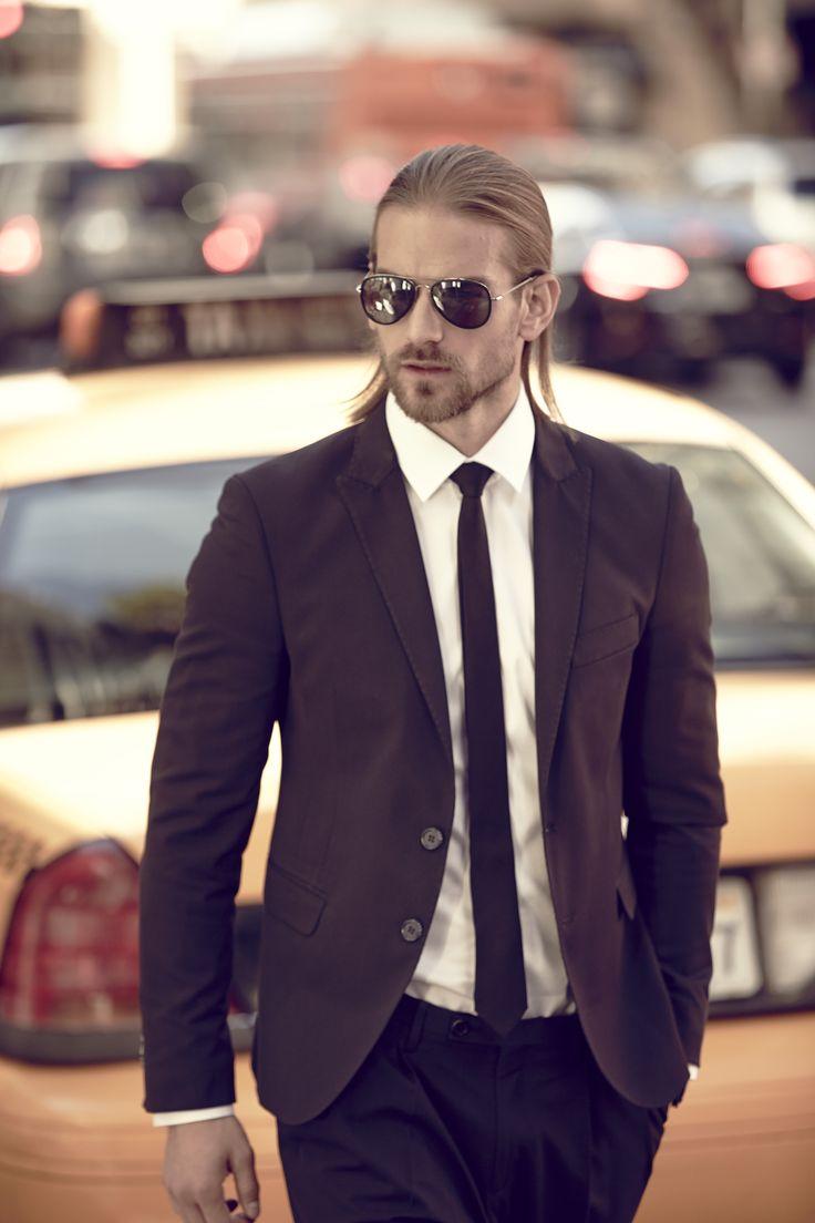 Occhiali da sole modello WE0145 5616c. Struttura in acciaio flessibile e leggero per questo modello pilot, arricchito dai cerchi e dai terminali in plastica. Le combinazioni cromatiche proposte vanno dal palladio al gunmetal abbinati a lenti sfumate o specchiate. In 5 varianti colore. #sunglasses #styleeywear #mensunglasses #menssanglasses
