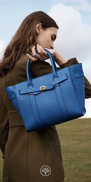 The Zipped Bayswater is an evolution of the iconic Bayswater. It borrows its silhouette and detailing from the original, including the signature postman's lock. The closure has been adapted to zip fully closed, providing a modern function for day to day.