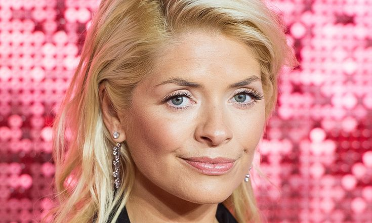Holly Willoughby stuns in sexy pink bikini in Instagram snap