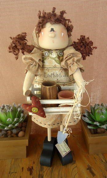 Kit contendo: apostila com molde e passo a passo. Madeira da boneca e acessórios para pintura. Roupa, cabelo, e acessórios para montagem da boneca. Frete por conta do cliente. R$ 155,00