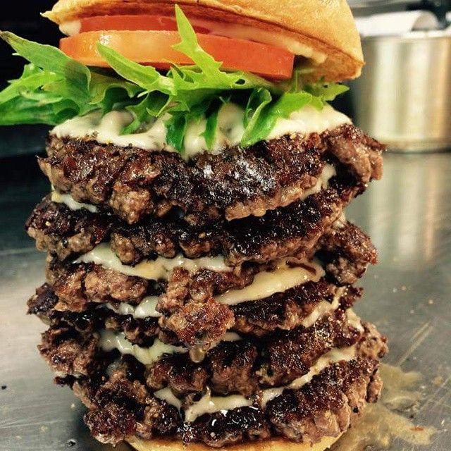 We had some hungry friends over yesterday. #sixpatties #friendsbrgr #friendsandbrgrs #jeppis #pietarsaari #theoriginal #burger