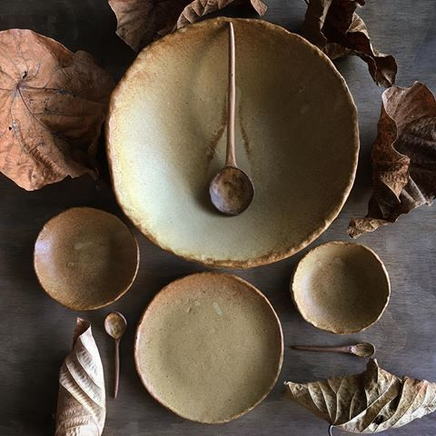 The Chesterfield Entertainers #pottery #ceramics #handbuilt #australianceramics #props #handmade #homewares #propstyling #tableware #dinnerware #servingware #bowl #spoon #plate #goldcoast #burleigh #handmadeceramics #mellowyellow #handcrafted #functionalware #stoneware #flatlay #chesterfield