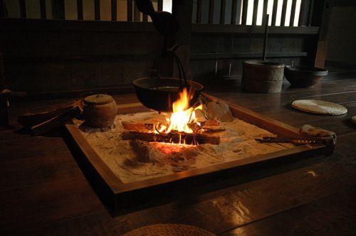 囲炉裏(いろり)テーブル : 佐藤 大祐 開拓記