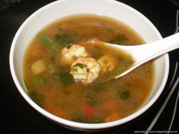 Tom yum goong (Hot and sour prawns soup)
