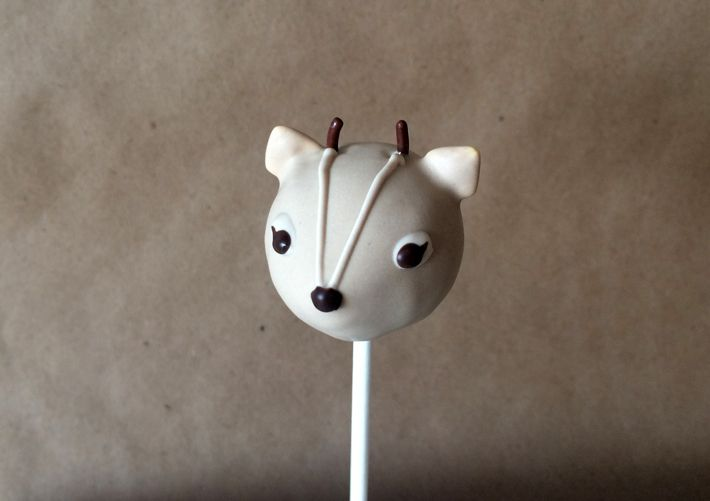 Oh, Deer Baby: The Most Adorable Deer Cake Pops You've Ever Seen!