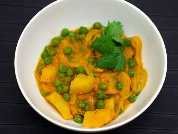 Potato and Pea Curry (Aloo Matar) from Serious Eats. http://punchfork.com/recipe/Potato-and-Pea-Curry-Aloo-Matar-Serious-Eats
