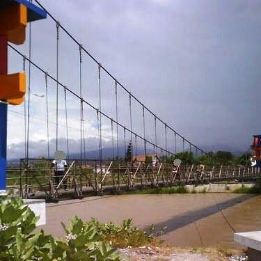 Jembatan Gantung Nunu, jalan pintas dari Maesa ke Nunu seberang di Palu.