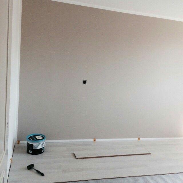 25 beste idee n over grijze verfkleuren op pinterest grijs interieur verf grijze verf en - Muur taupe kleur ...