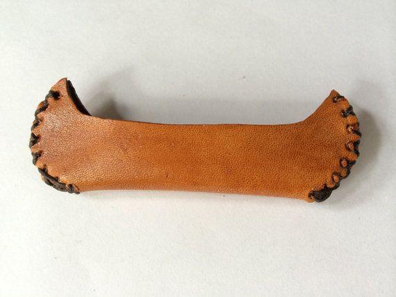Hey, j'ai trouvé ce super article sur Etsy, chez https://www.etsy.com/ca-fr/listing/199147661/miniature-canoe-style-amerindien-cuir