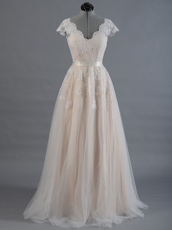 Robe de mariée dentelles, robe, mariée robe, manches cap dentelle dos en V alencon avec jupe en tulle de mariage.