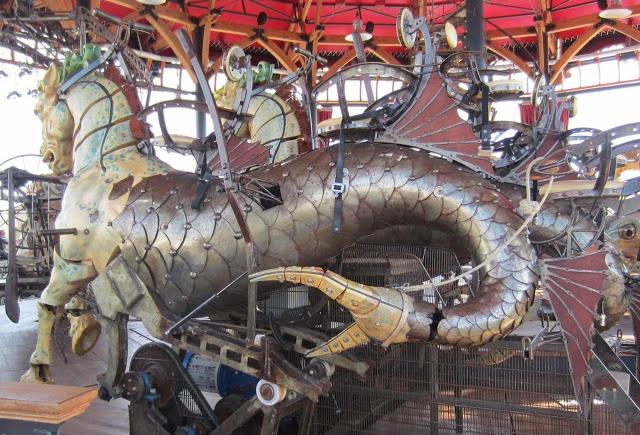 Carrousel géant ~Nantes  http://matinlumineux.blogspot.ca/2012/11/les-machines-de-lile-nantes.html